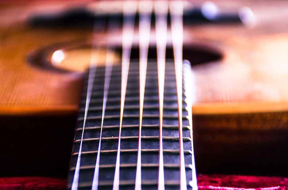 guitar-strings-close-up-on-fredboard